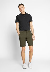 Lyle & Scott - Shorts - lichen green - 1