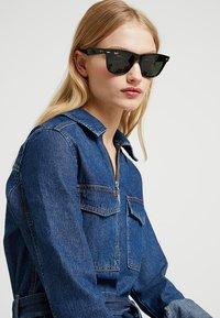 Ray-Ban - 0RB2140 ORIGINAL WAYFARER - Sunglasses - black - 3