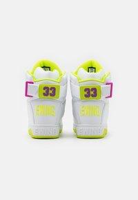 Ewing - Zapatillas altas - white/lime punch/dewberry - 2