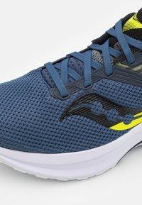 Saucony - AXON - Neutral running shoes - storm/black - 5