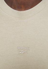 Reebok Classic - TEE - T-shirt basic - stucco - 4