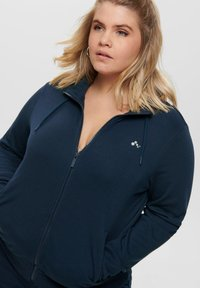 ONLY Play - ONPELINA HIGH NECK CURVY  - Zip-up hoodie - navy blazer - 3