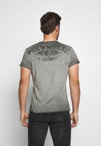 Key Largo - MOTORS BUTTON - Print T-shirt - anthra - 2