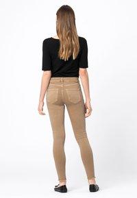HALLHUBER - Jeans Skinny Fit - camel - 2