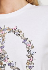 Hollister Co. - GRAPHIC EARTH DAY TEE - Print T-shirt - white - 5