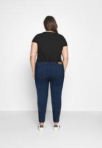 Vero Moda Curve - VMJUDY SLIM CURVE - Slim fit jeans - medium blue denim - 2