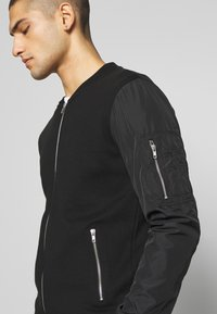 Pier One - Zip-up hoodie - black - 6