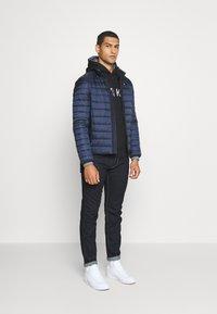 Calvin Klein - LOGO PRINT HOODIE - Felpa con cappuccio - black - 1