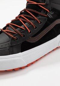 Vans - SK8 MTE 2.0 - Sneakersy wysokie - black/spicy orange - 6
