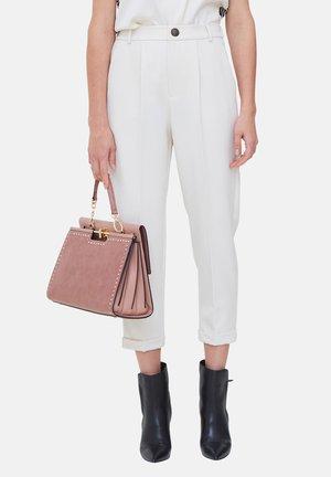 CARROT CON RISVOLTO - Trousers - bianco