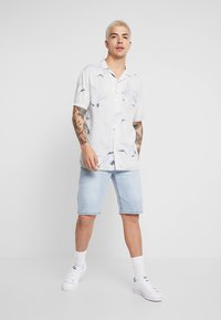 Cotton On - SHORT SLEEVE - Shirt - bamboo crane - 1