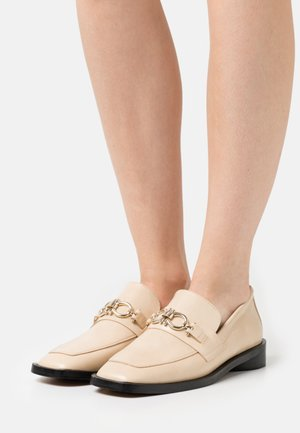 Loafers - beige poncho