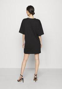 Missguided - DRESS ANTI BUTTERFLY - Žerzejové šaty - black - 2