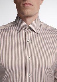 Eterna - SLIM FIT - Formal shirt - beige/weiss - 2