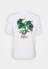 Levi's® - TEE UNISEX - T-shirt imprimé - white - 7