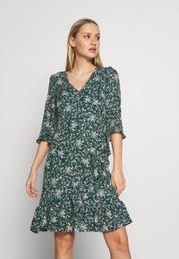 Wallis - DITZY FLORAL RUFFLE FLUTE DRESS - Day dress - green - 1