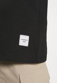 Lindbergh - WRAP COLLAR TEE - Basic T-shirt - black - 5