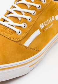 Mustang - Trainers - yellow - 5