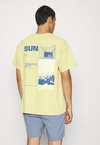 BDG Urban Outfitters - SUNDAY TEE UNISEX - Print T-shirt - yellow - 2