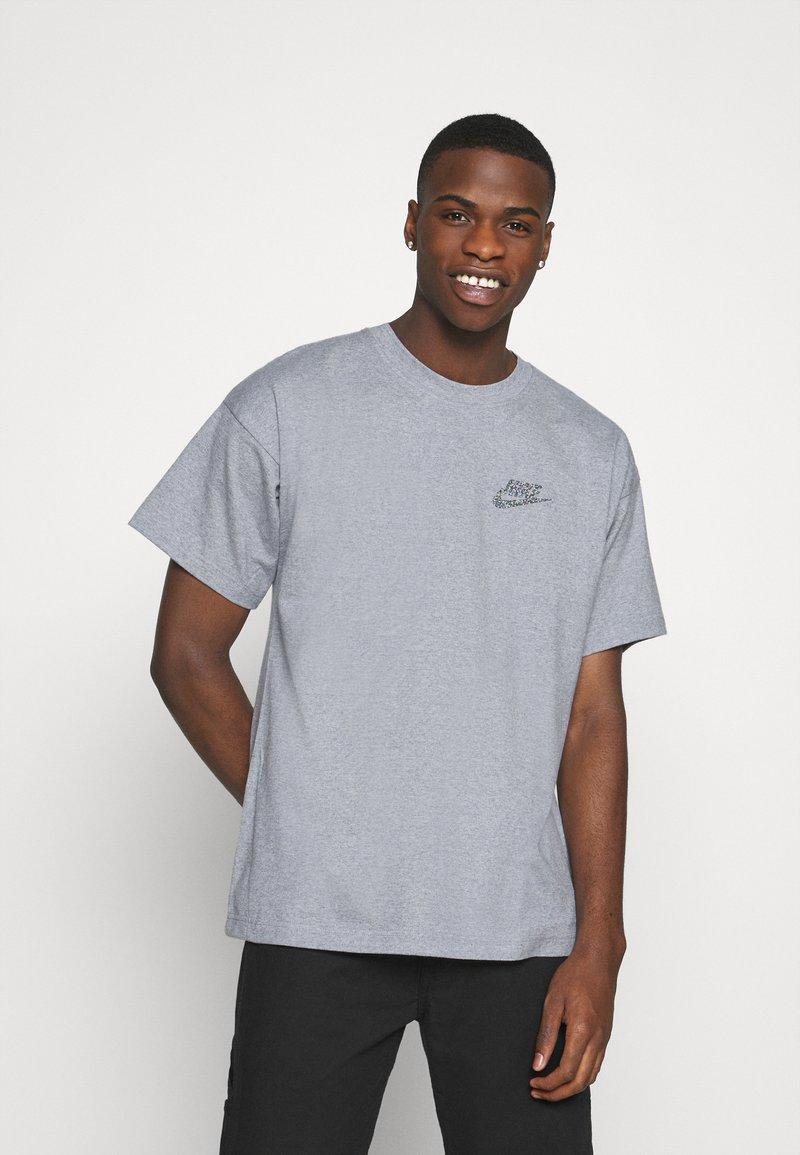Nike Sportswear - Basic T-shirt - multi-color/obsidian