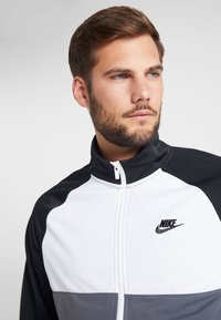 Nike Sportswear - SUIT - Tracksuit - black/dark grey/white - 5