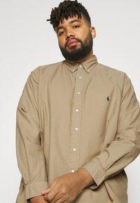 Polo Ralph Lauren Big & Tall - LONG SLEEVE SPORT SHIRT - Shirt - surrey tan - 3