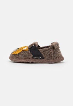 ROAR TIGER - Slippers - braun