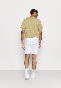 Nike Performance - VICTORY SHORT - Sports shorts - white/black - 2