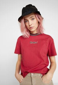 Kickers Classics - BOY TEE WITH TRIM - T-shirt imprimé - red - 4