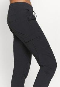 Peak Performance - HIT PANT - Trousers - black - 6