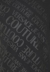 Versace Jeans Couture - SLIM TRIS LOGO - Triko spotiskem - black - 7