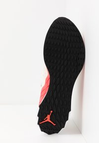 Jordan - ZOOM TRUNNER ULTIMATE - Scarpe da basket - white/black/flash crimson/spruce aura/hyper violet/electro green - 4