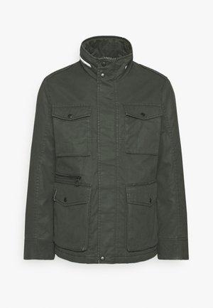 FIELD JACKET - Lehká bunda - dunkelgrün