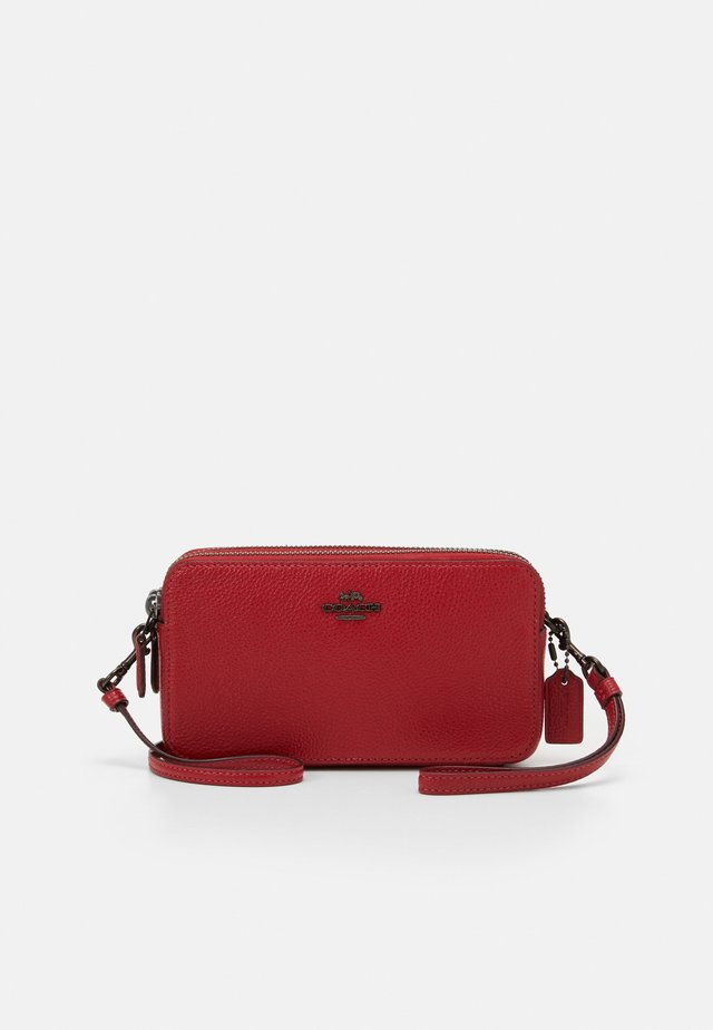 POLISHED PEBBLE KIRA CROSSBODY - Borsa a tracolla - red apple