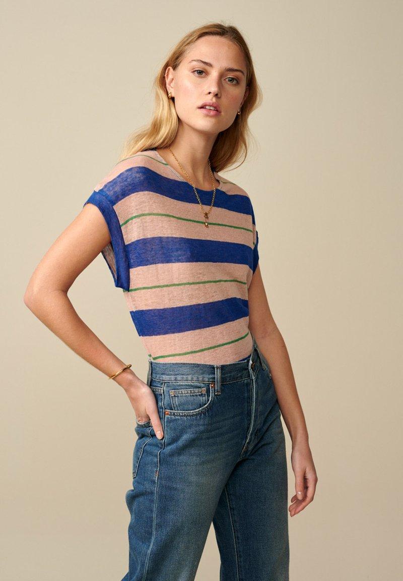 Bellerose - SEVIA - Print T-shirt - blau grün rosa gestreift