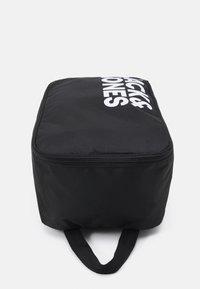Jack & Jones - JACSHOE BAG - Trousse de toilette - black - 3