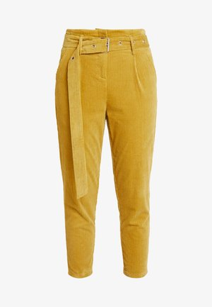 CROPPED PANT WITH SELF BELT DETAIL - Bukse - mustard