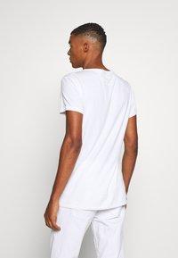 Tigha - RAVENS WREN - Print T-shirt - white - 2