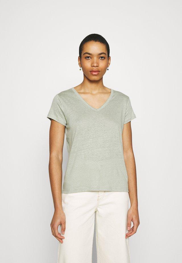 VEE - T-shirt basic - sage bouquet