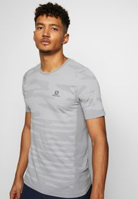 Salomon - CAMO TEE - T-shirt med print - alloy/heather - 0