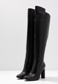 NA-KD - GLOSSY REPTILE BOOTS - Boots med høye hæler - black - 4