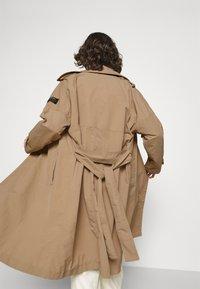 Ecoalf - OVERSIZE TRENCH WOMAN - Trenchcoat - topo - 5
