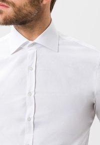 BRAX - STYLE HAROLD - Camicia elegante - white - 3