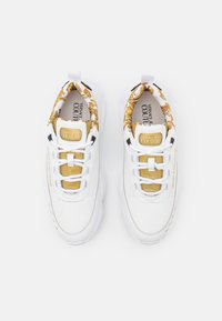 Versace Jeans Couture - Sneakersy niskie - white/gold - 3