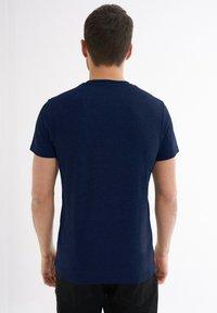 Jimmy Sanders - Print T-shirt - dunkelblau - 1