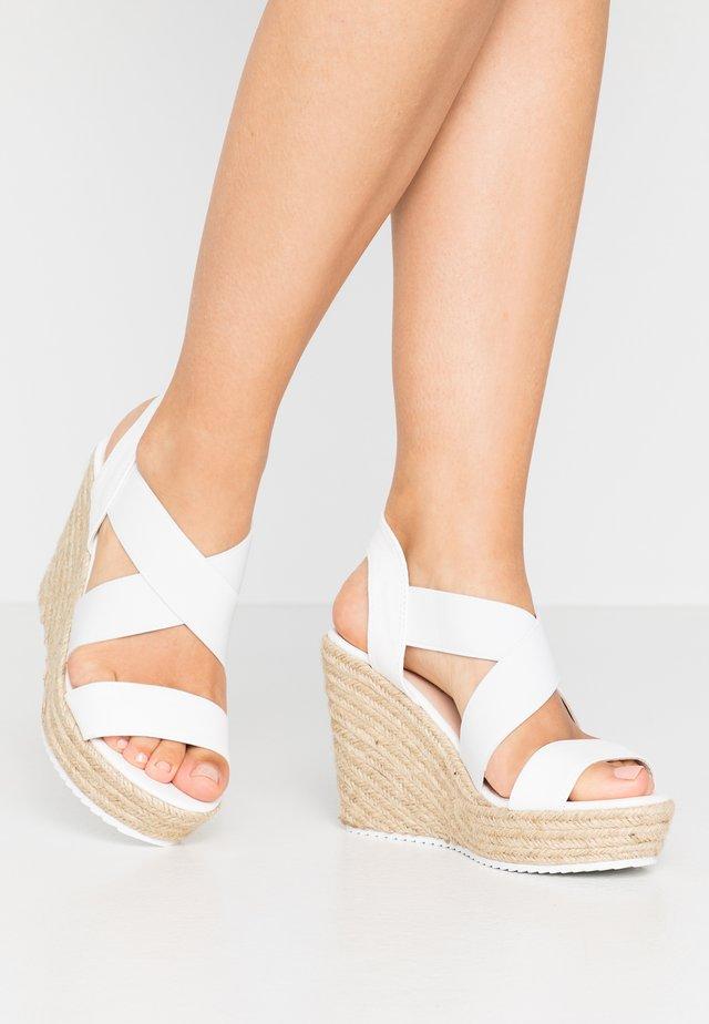 ROSEWOD - Korolliset sandaalit - white