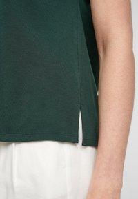s.Oliver BLACK LABEL - Print T-shirt - dark green - 6