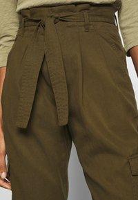 Marc O'Polo DENIM - TURN UP DETAIL - Pantalon classique - summer olive - 4