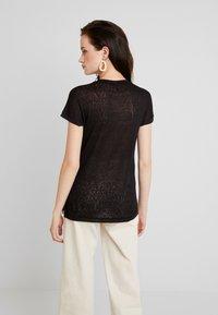 ONLY - ONLRILEY PEARL BOX - Print T-shirt - black - 2