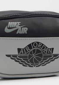 Jordan - CROSSBODY - Bum bag - shadow - 3